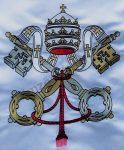 Kültéri vatikáni zászló egyik oldalon hímzett címerrel