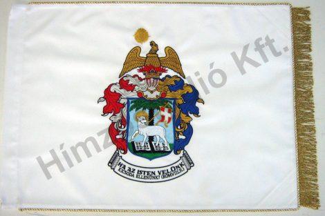 Beltéri református zászló egyik oldalon hímzett címerrel