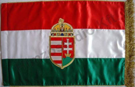 Beltéri magyar zászló mindkét oldalon hímzett címerrel