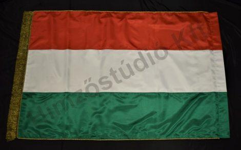 Beltéri magyar zászló címer nélkül